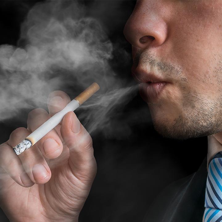 タバコを吸う人は禁煙